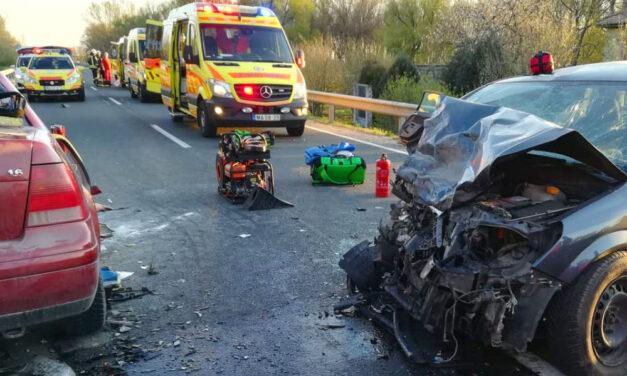 Katasztrófális baleset a 6-os úton, a sofőr nem élte túl
