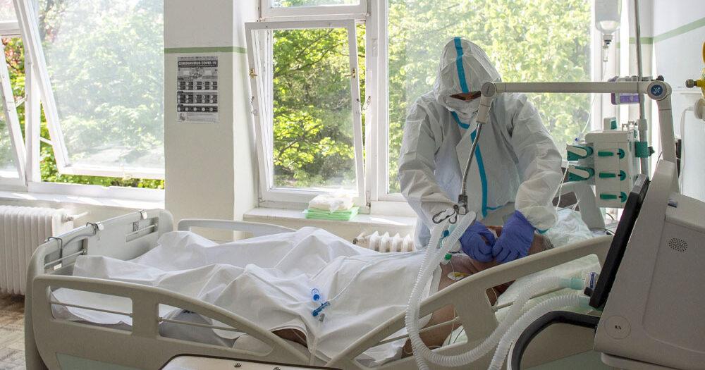 Tombol a harmadik hullám: meghalt 272 covidos beteg, közel 1500-an vannak lélegeztetőgépen  – Zacher Gábor szerint is nagy a baj