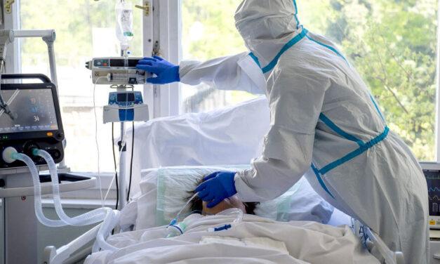Több mint 8 ezer koronavírusos beteg van itthon kórházban, ennyien szorulnak lélegeztetésre, az elmúlt 24 órában meghalt 179 beteg