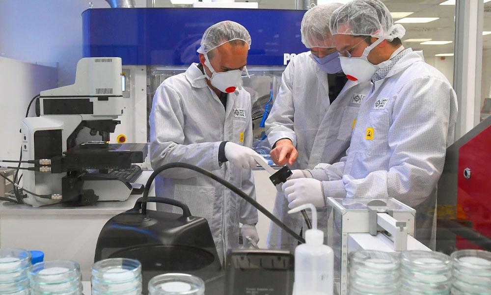 Koronavírus: Kiválóan sikerültek az emberkísérletek a legígéretesebb vakcinával