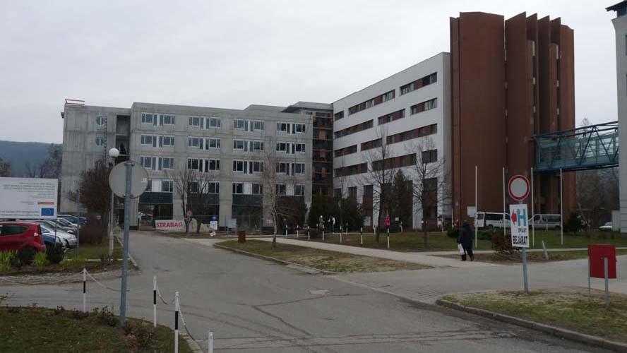 Teljes zárlat van a tatabányai kórházban, egyáltalán nem fogad betegeket