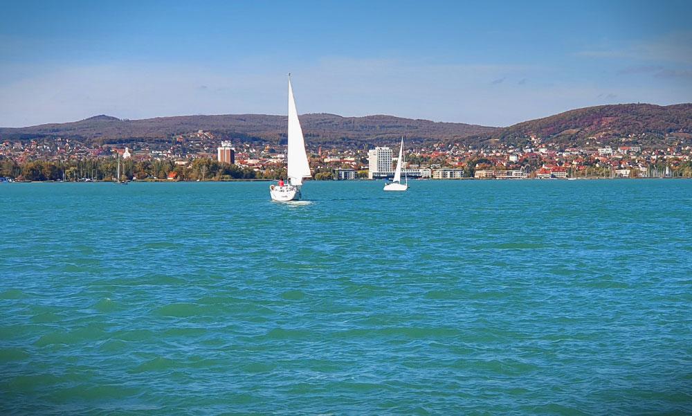 Alig van ingyenes strand a Balatonnál, most törvényt akarnak a szabadstrandokról