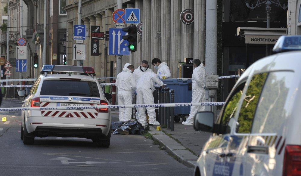 Brutális gyilkosság Budapesten: két embert halálra késeltek a Deák téren