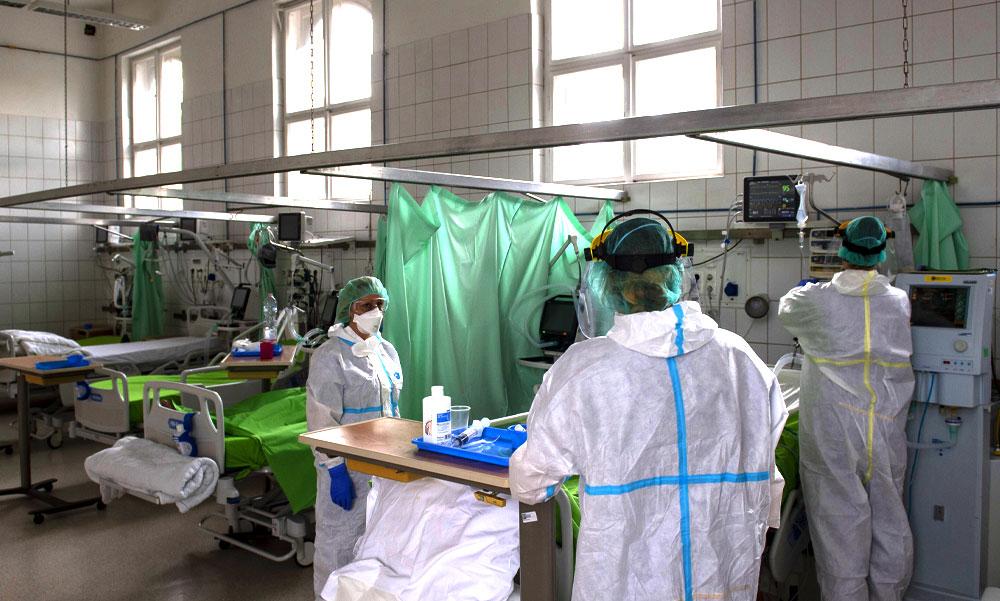 Koronavírus: ismét közel 5000 ezer új fertőzöttet találtak, elhunyt 107 beteg