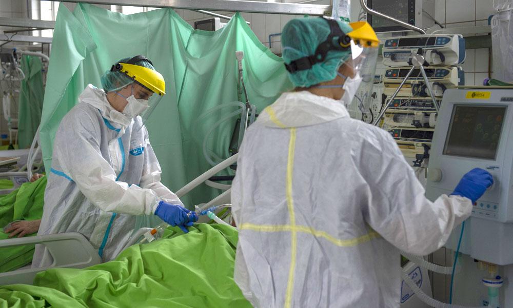 Koronavírus itthon: 1000 fő alatt az új fertőzöttek száma, 96 beteg elhunyt