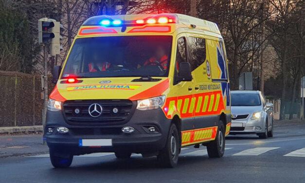 Győr közelében, az út szélén, egy mentőautóban szülte meg gyermekét egy anyuka