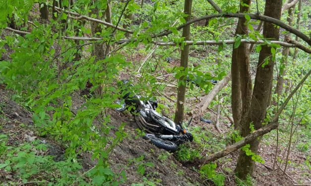 Szakadékva zuhant egy motoros, meghalt egy 21 éves férfi