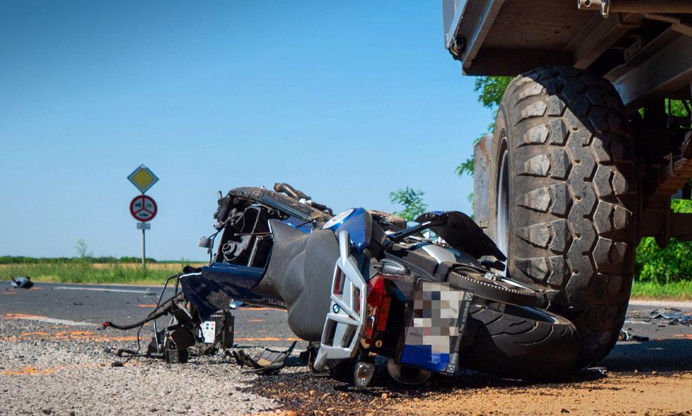 Halálos motorosbaleset történt a 6-os főúton
