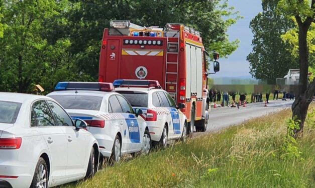 Kőszállító teherautóval ütközött egy személyautó – ketten a helyszínen meghaltak