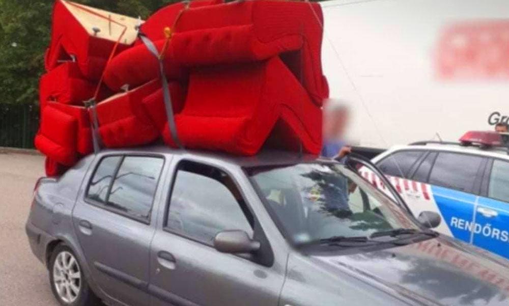 Életveszélyes szállítmány – egy bútorboltnyi fotelt kötözött autójából egy sofőr