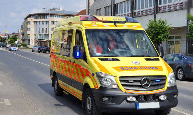 A járdán fekvő idős ember életét mentette meg egy szabadnapos mentőtiszt