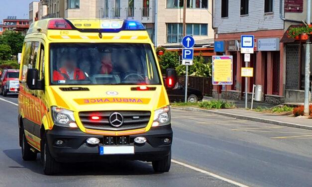 Kizuhant az ablakon és súlyosan megsérült egy 2 éves kisfiú Sóskúton