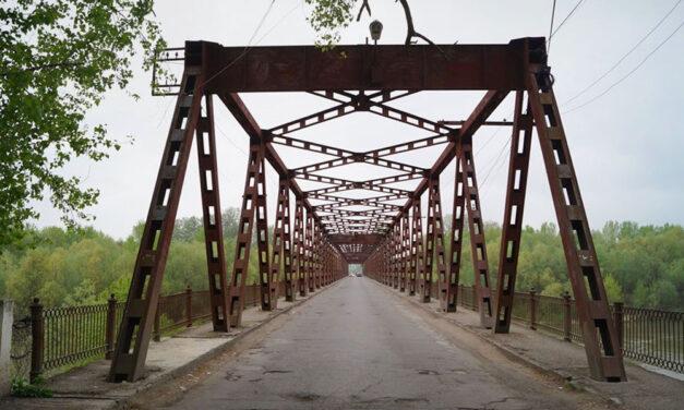 Szerelmi bánat miatt egy hídról a Tiszába ugrott az elkeseredett férfi