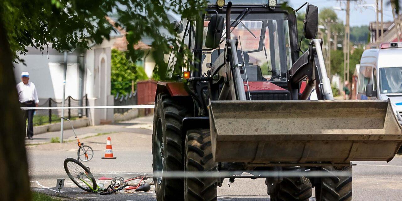 Bicikliző kislányt gázolt halálra egy traktor – a sofőr összeomlott