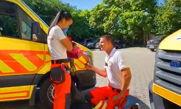 Szolgálat közben kérte meg szerelme kezét egy mentős