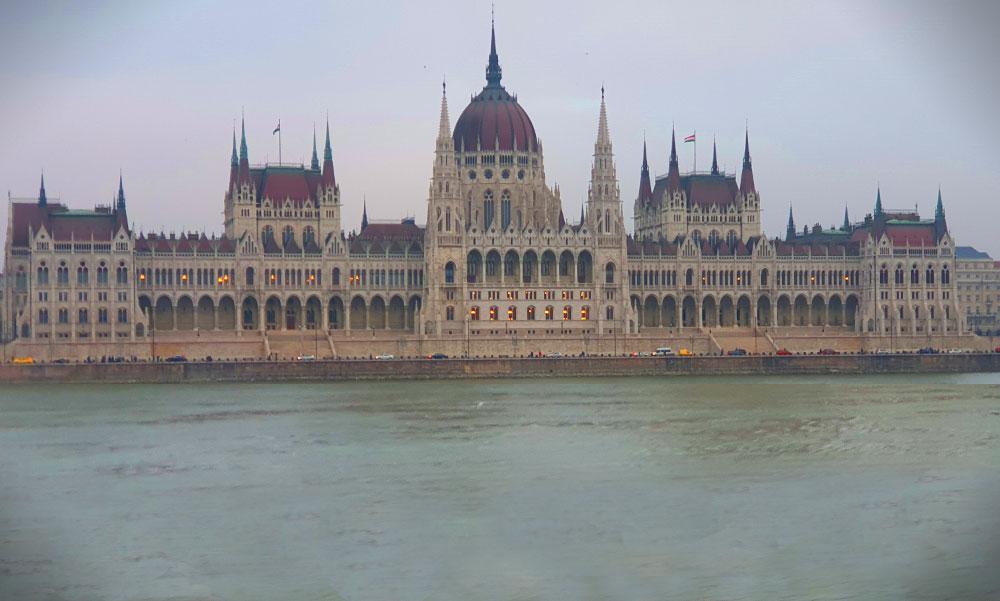 14 millió forint értékben tulajdonított el számítástechnikai eszközöket egy raktáros a Parlamentből