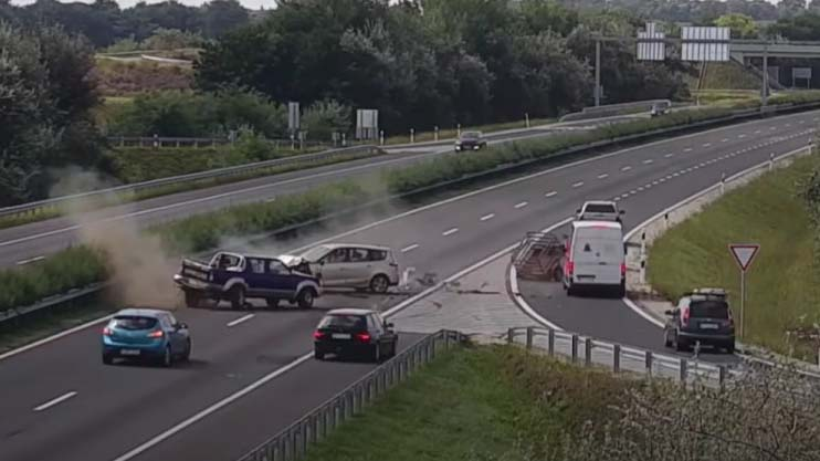 Forgalommal szembe hajtott fel egy autós az M3-as autópályára, óriási baleset lett belőle