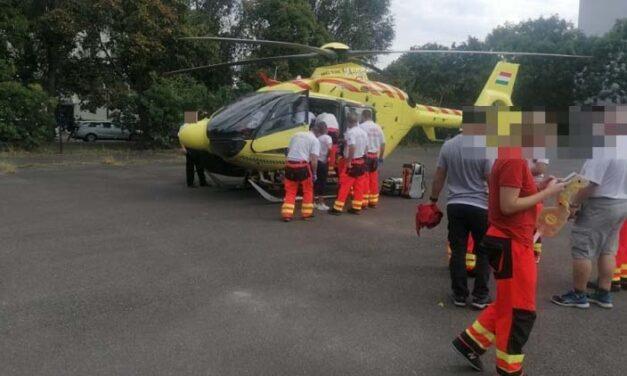 Meghalt az a másfél éves kislány, aki egy harmadik emeleti erkélyről zuhant ki