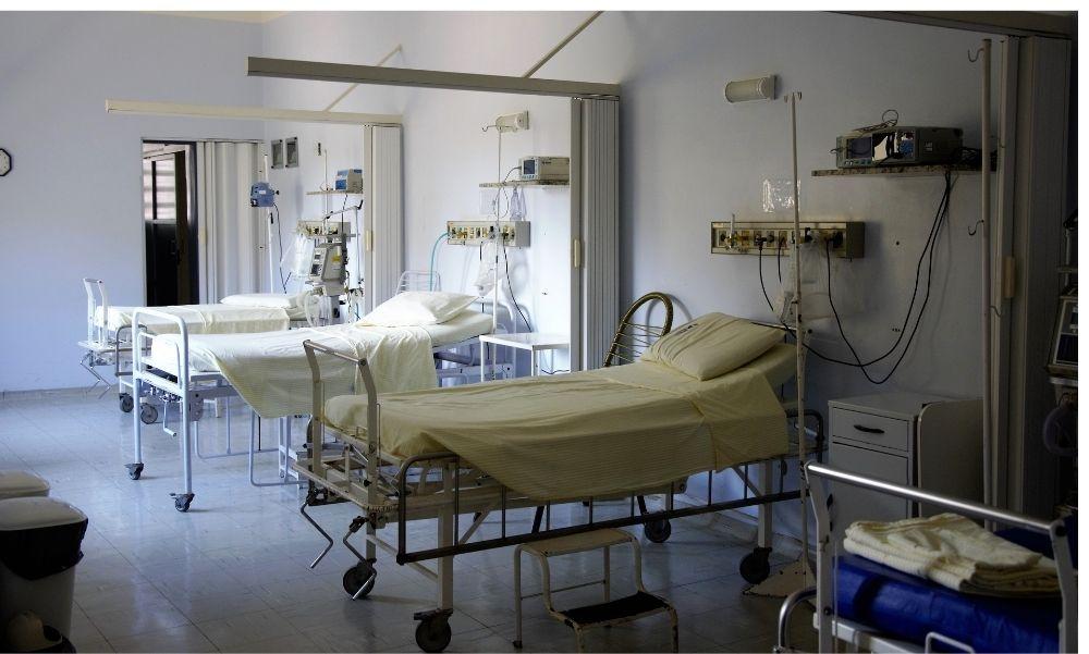"""""""Hol halnak meg az emberek? Hol az a mutáns vírus?"""" – betört egy kórházba egy vírustagadó nő"""