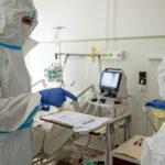 Veszélyben a karácsony: 156-an haltak meg egy nap alatt és közel 7000 új fertőzöttet azonosítottak