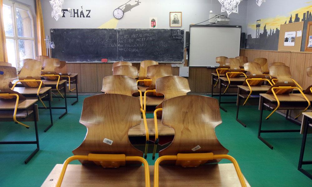 Koronavírus: a középiskolákban marad az online oktatás, az általános iskolák a kérések ellenére is nyitva maradnak