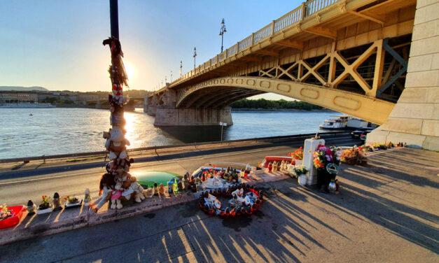 """""""Hat napig a Duna partján állva figyeltem a kutatást, és reménykedtem, hogy Jani élve előkerül"""" – Máig gyászolja szerelme a Hableány tragédiájában elhunyt magyar matrózt"""