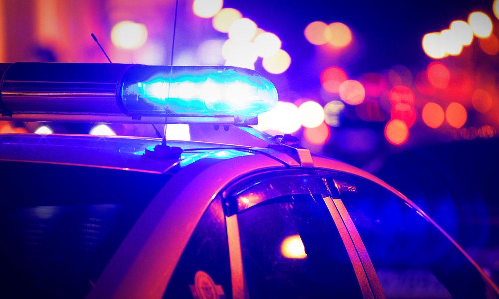 Autós üldözés Budapesten, az Astoriánál oszlopnak csapódott a rendőrök elől menekülő autós