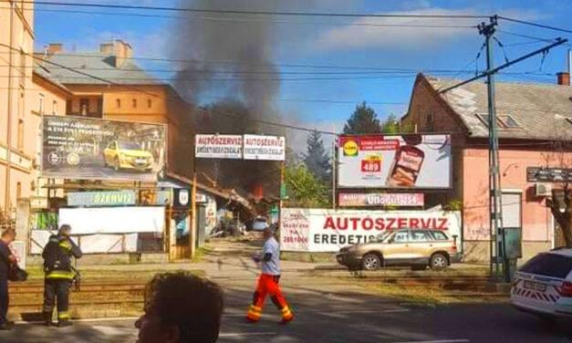 Felrobbant egy autószerelő műhely Kispesten, egy ember megsérült