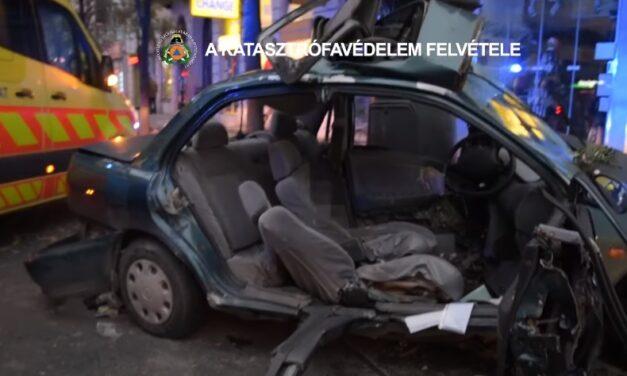 Sokkoló felvételek a halálos kimenetelű 5. kerületi baleset mentéséről – A 17 éves fiúnak esélye sem volt – videó