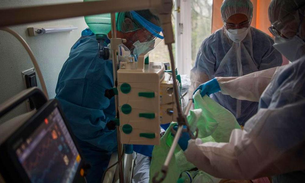 Újabb 85 beteg halt meg koronavírusban itthon, a kormány ma tárgyalja az intézkedések fenntartásának szükségességét