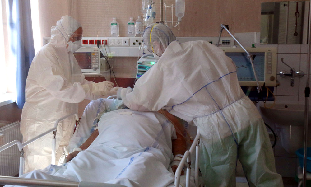 Szomorú vasárnap: elhunyt 220 beteg, 9082 új fertőzöttet találtak