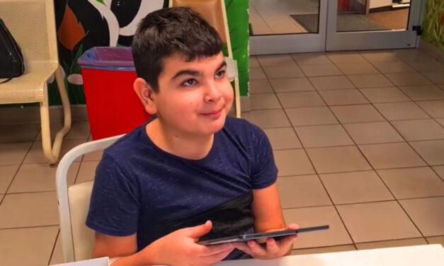 A budapesti háztűzben árván maradt 12 éves kisfiút kiengedték a kórházból és új családra talált