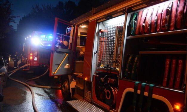 MOST TÖRTÉNIK: Füstölni kezdett a Szent Imre Kórház épülete, nagy erőkkel érkeztek a tűzoltók