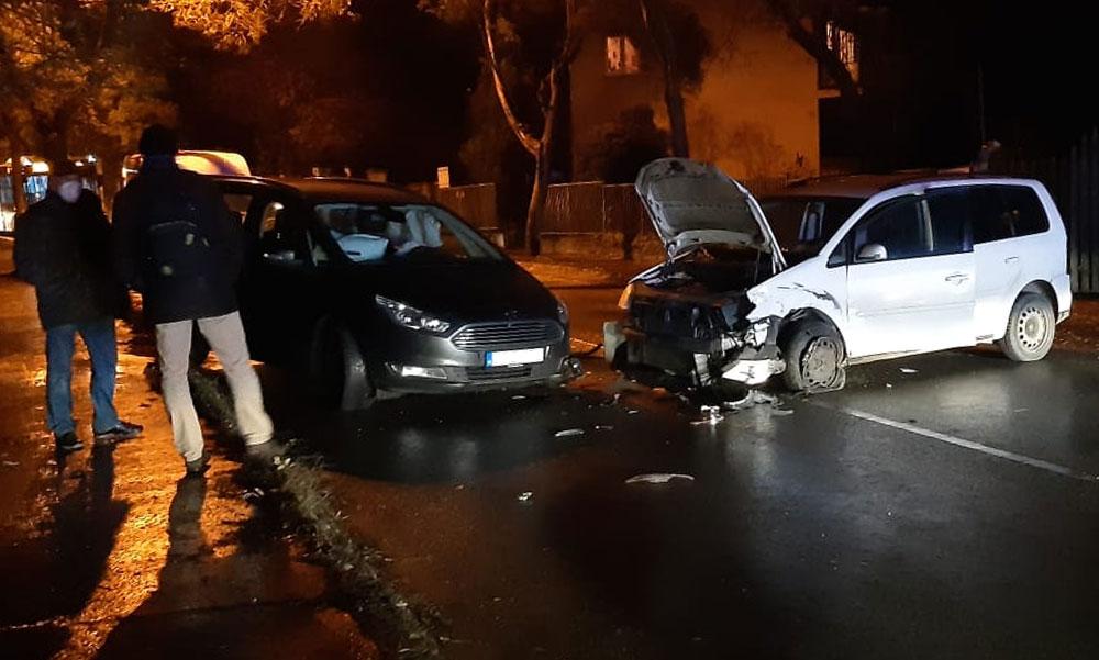 Karantén helyett ittasan vezetett és több autót összetört Budapesten a zavartan viselkedő férfi