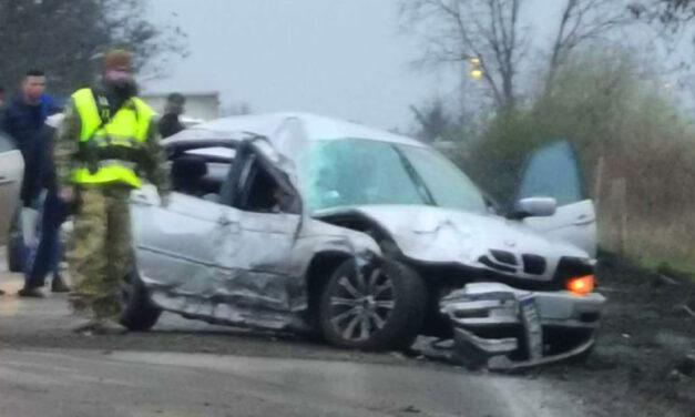 3 gyermekkel, jogosítvány nélkül ült a BMW volánja mögé az apa: két gyermek életéért küzdenek, az egyiknek leszakadt a keze