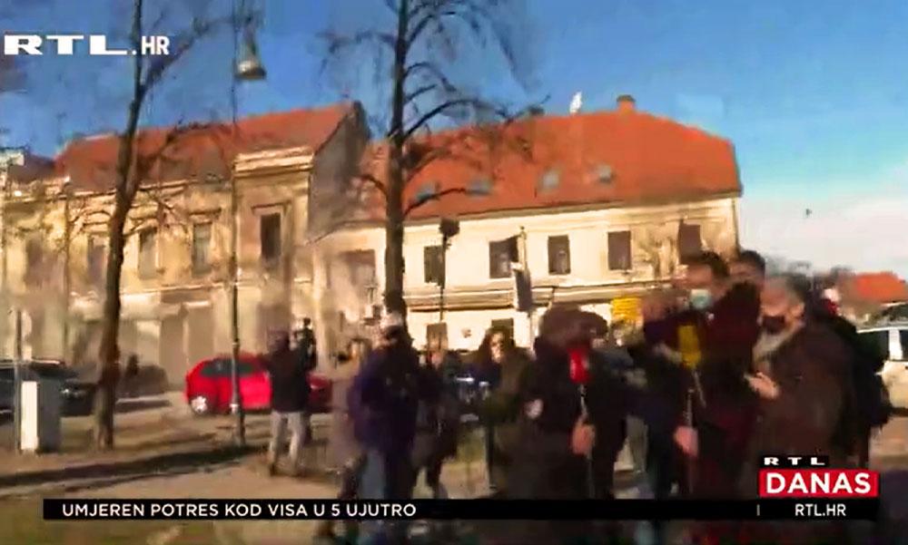 Pánik a sajtótájékoztatón, a horvát RTL Híradója örökített meg ahogy hirtelen ismét rengeni kezd a föld és összedőlnek az épületek, Magyarországon is érezték a földmozgást