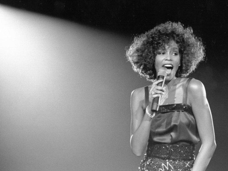 A Star Wars világhírű színésznője fogja alakítani Whitney Houstont egy készülő életrajzi filmben