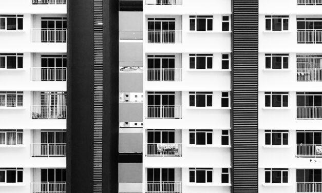 Tragédia: a 14. emeletről zuhant ki a koronavírus elleni vakcina fejlesztésében is részt vett virológus