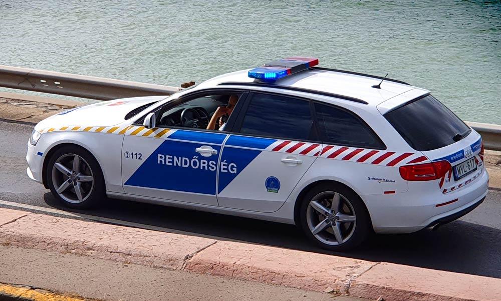 Autós üldözés Pesten, két kerületen át hajszolták a szökevényt a rendőrök