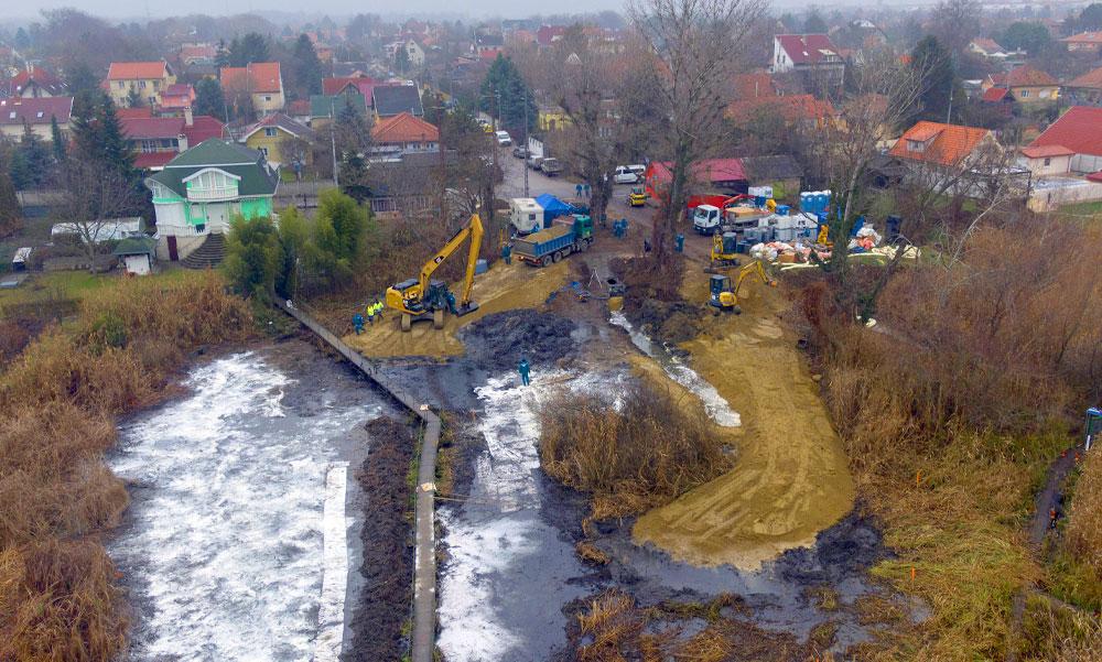 Ismét rengeteg olajat öntöttek Szigetszentmiklósnál a Dunába vezető csatornába