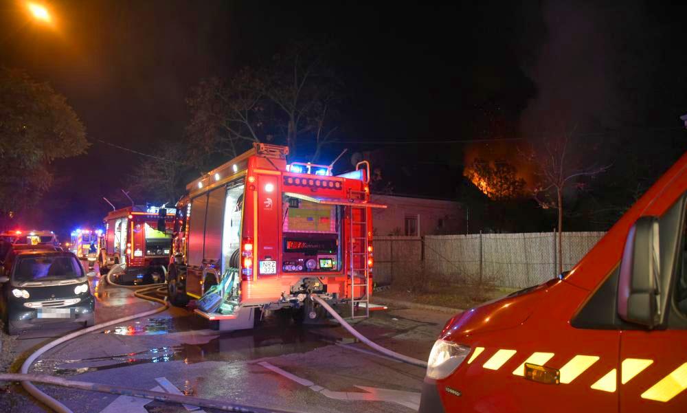 Halálos tűz Vácon, egy ember nem tudott kimenekülni a lángoló épületből