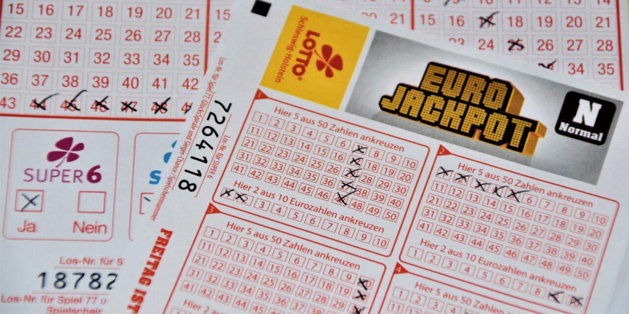Döbbenetes: idős asszony nyerte meg a lottó főnyereményt, annyira lesokkolódott, hogy belebetegedett
