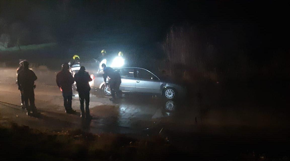 Három utassal a Dunába gurult kocsijával egy sofőr – Fotók és videók a helyszínről