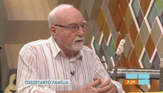 Az unokái is le vannak tiltva, nem tudja, hol fertőződhetett meg – Elkapta a koronavírust a Família Kft. 93 éves sztárja