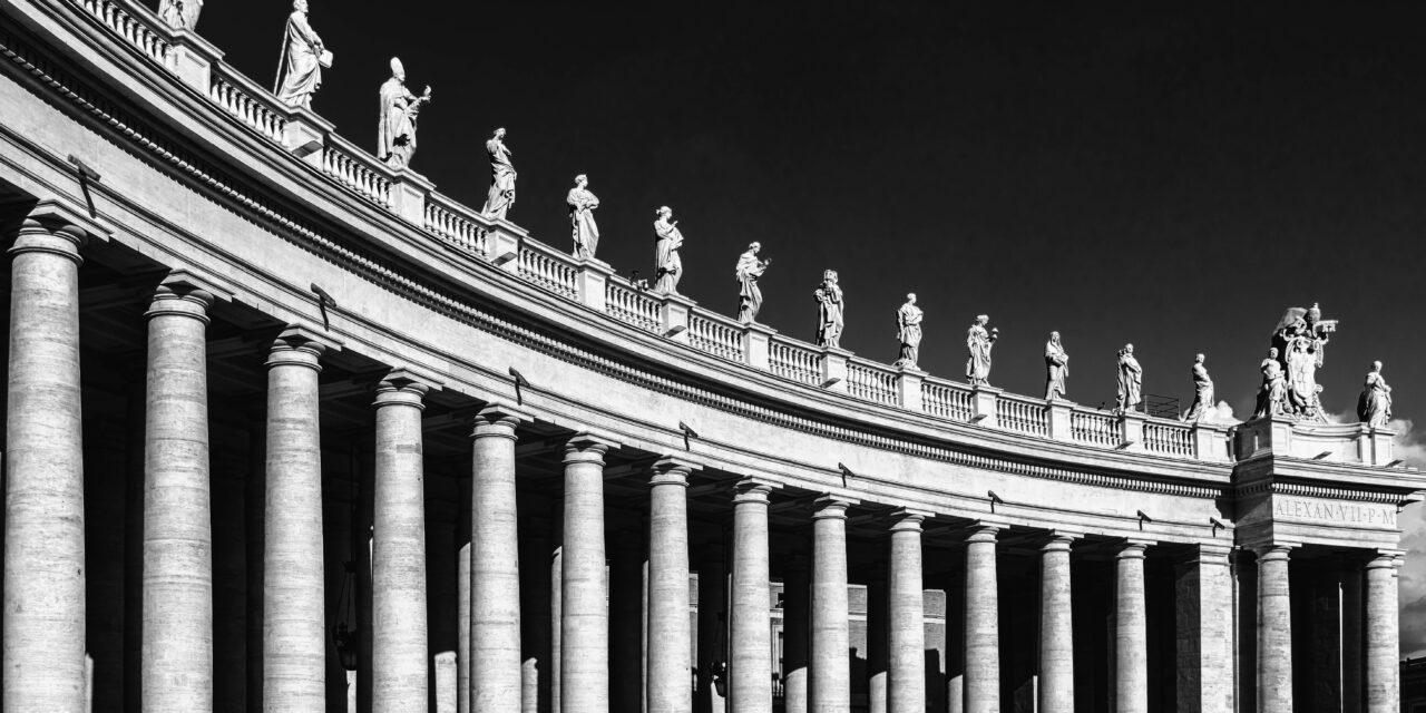 Vajon Ferenc pápa megkapja a vakcinát? A Vatikánban is megkezdődik az oltási kampány