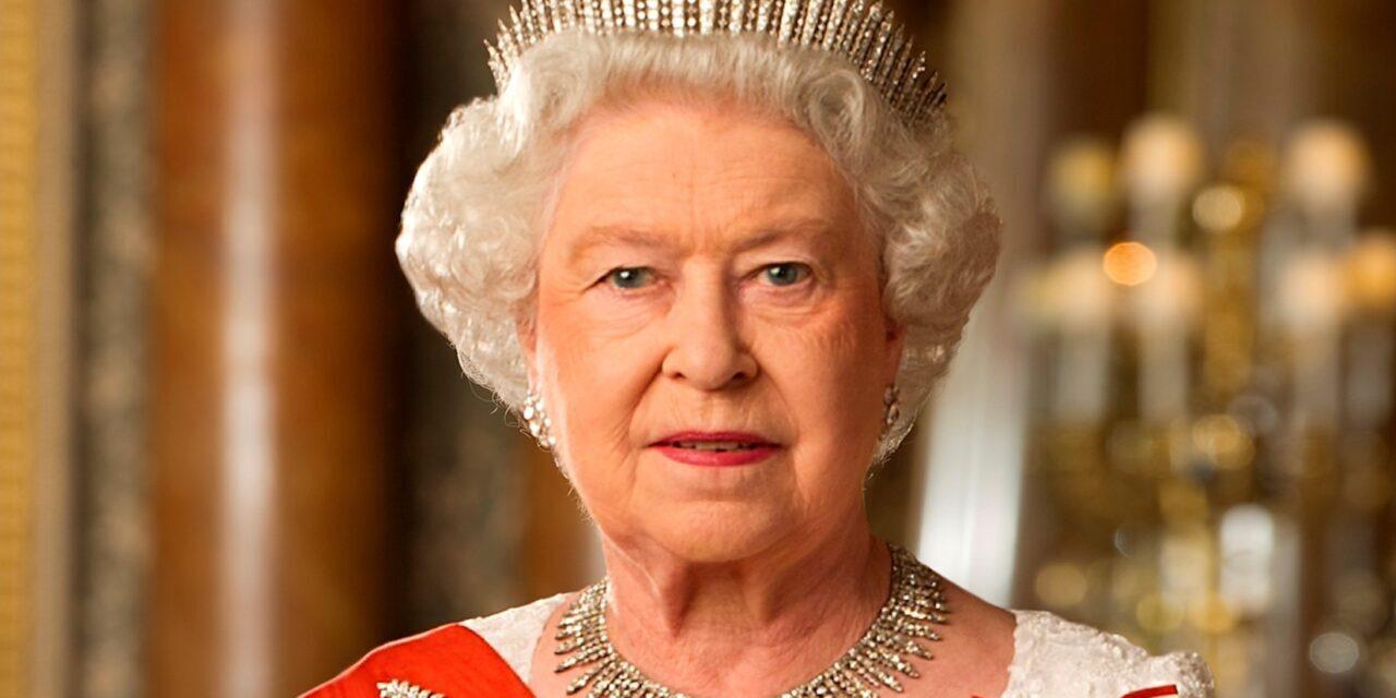 Megszületett II. Erzsébet királynő 10. dédunokája, ezt a nevet kapta a pici