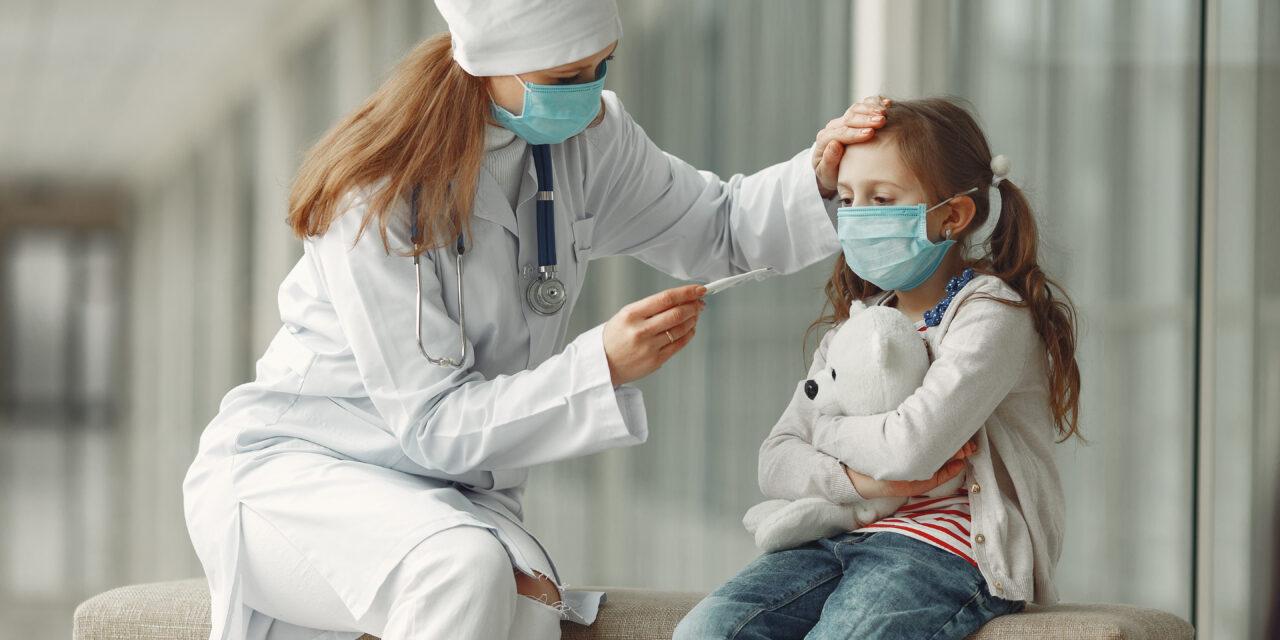 Drasztikusan emelkedik a koronavírus fertőzöttek száma, a gyerekek körében is növekszik a betegek aránya