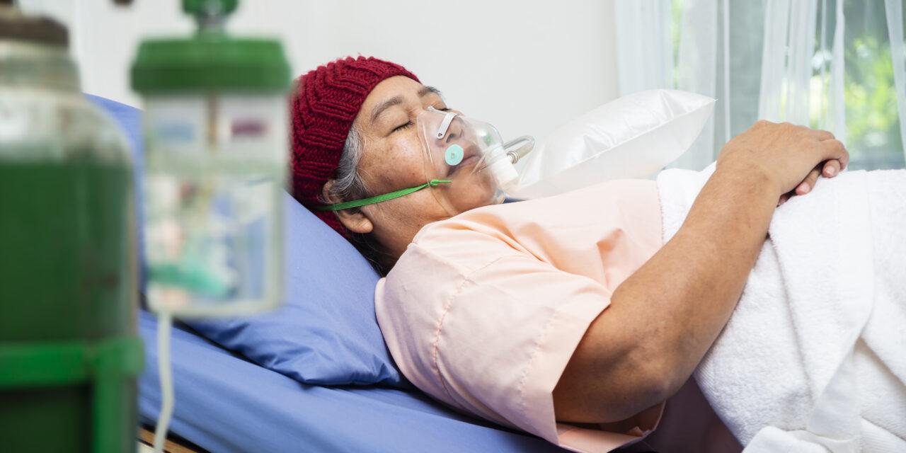 Kritikus állapotok: minden korábbinál több súlyos állapotban lévő koronavírusos beteget ápolnak kórházban, az intenzív osztályok beteltek