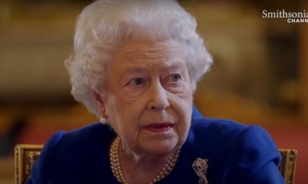 Meghitt fotót osztott meg Erzsébet királynő: ritkán láthattuk így őt és Fülöp herceget