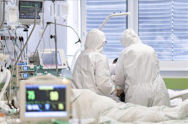 Koronavírus: 6566 az új fertőzöttet találtak, elhunyt 211 beteg, közben folyamatosan oltanak az ünnep alatt is